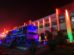 Beautiful IZN YDM4 6335 resting in eternal peace infront of Gorakhpur Jn. (TheIZNYDM4) Tags: indianrailways ydm4 izatnagar izn ydm46335 gorakhpur gorakhpurjn gkp worldslongestplatform traininnight beautifulcolors colorfullights