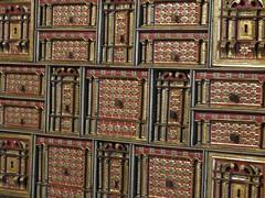 IMG_2006 (marinetteromico) Tags: malle bijoux château décor couleurs cuivre incrustations meuble guimaraes portugal