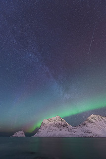 Northen Light & Milky Way at Vik Beach Lofoten