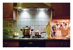 (Jordane Prestrot) Tags: jordaneprestrot film filmisnotdead analog argentique argéntico película pentaxp30 ♍ statue estatua cuisine kitchen cocina viergemarie virginmary virgenmaría marie mary maría vierge virgin virgen