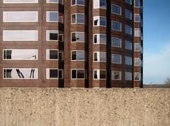 Das Leben ist ein Fotoalbum / Life's a Picture Book (bartholmy) Tags: hartford ct hochhaus highrise fassade facade fenster windows spiegelung reflection domino mauer wall concrete beton minimalism minimal minimalismus minimalistisch abstract abstrakt