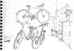 3 vélos de Robigo  ce soir en passant à Niort (Croctoo) Tags: croctoo croctoofr crayon croquis velo niort boutiques boutique magasin bicyclette cycles biclou