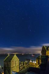 O céu do Monte Saint-Michel a noite (plinioleal) Tags: lights longexposure landscape bluehour stars frança estrelas paisagem luzes flickr longaexposição