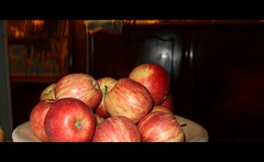 Still Life - Apples in a Dish - stil leven - 3:2 (eagle1effi) Tags: stillleben stil leven stilleven naturemorte apple apfel apples äpfel lecker süs fruchtig naturaleza muerta canon powershot g7 x mark ii canonpowershotg7xmarkii