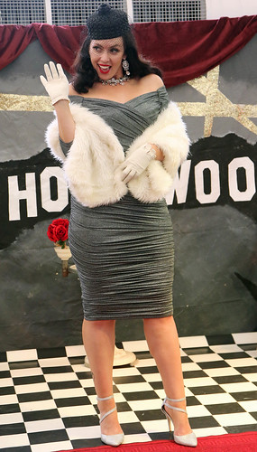 20180330_0671 woman in a silver dress