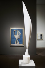 """Constantin Brancusi, """"Bird in Space,"""" in front of Pablo Picasso's """"Nude Standing by the Sea"""" and Burgoyne Diller's """"Second Theme"""" (aylmerqc) Tags: newyorkny newyorkcity nyc themet metropolitanmuseumofart art painting sculpture gallery museum"""