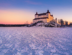 Läckö Slott (andreassofus) Tags: läckö läcköslott slott castle ice water snow winter sunset color colorful pastel sky evening light sunlight sweden lidköping architecture building nature landscape grandlandscape outdoor travel travelphotography foreground icy freezing frost frozen canon manfrotto vänern lakevinery