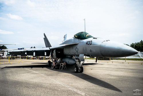 United States Navy (USN) - Boeing F/A-18E Super Hornet No. NF400/166901 @ Singapore