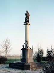Virgilio (Misterdeiv) Tags: epsonv550 fujiga645w kodakportra160 film mediumformat scans virgilio statua statue virgil mantua italy mantova italia