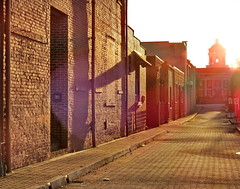 Alley in Toccoa, Georgia (swampzoid) Tags: toccoa georgia alley lane backstreet sunlight sunset city street urban dome view brick