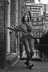 Irene (TheJennire) Tags: photography fotografia foto photo canon camera camara colours colores cores light luz young tumblr indie teen fashion vintage sweater jumper winter cold london england uk style 2018 50mm blackandwhite street shorthair woman boots ootd outfit lookbook