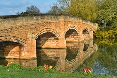 Bridge over the River Soar, in the late evening sunshine! (Nina_Ali) Tags: bridge stonebridge riversoar leicester england spring2018 april2018 reflection