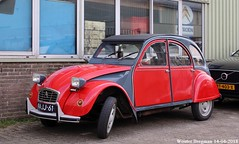 Citroën 2CV 1975 (XBXG) Tags: 94jj61 citroën 2cv 1975 citroën2cv 2cv6 2pk eend geit deuche deudeuche vlietskade arkel nederland holland netherlands paysbas vintage old classic french car auto automobile voiture ancienne française vehicle outdoor
