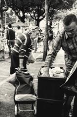 por hoje, chega! (luyunes) Tags: streetscene streetphotography streetphoto streetshot streetlife market mercado compras mulher life fotografiaderua fotoderua motozplay luciayunes