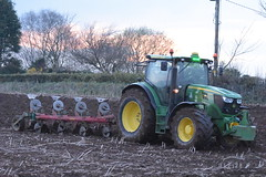 John Deere 6150R Tractor with a Kverneland 5 Furrow Plough (Shane Casey CK25) Tags: john deere 6150r tractor kverneland 5 furrow plough jd green fermoy traktor trekker tracteur traktori trator ciągnik ploughing turn sod turnsod turningsod turning sow sowing set setting tillage till tilling plant planting crop crops cereal cereals county cork ireland irish farm farmer farming agri agriculture contractor field ground soil dirt earth dust work working horse power horsepower hp pull pulling machine machinery nikon d7200