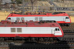 I_B_IMG_8375 (florian_grupp) Tags: asia china locomotive train railway railroad passenger diesel electric beijing station citywall beijingmainstation chaoyang peking cnr chinanationalrailway traffic bluesky