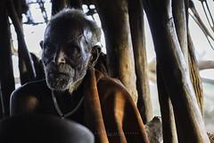 Hamer man in Dembayte Village. Omo Valley, Ethiopia. (Raúl Barrero fotografía) Tags: hamer ethiopia tribe man oldman omovalley africa