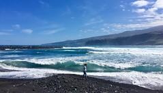 """""""Azules marinos"""" (atempviatja) Tags: cielo olas tenerife puertodelacruz martianez agua naturaleza montaña mar horizonte luz color marino azul"""