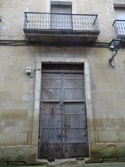Puente La Reina Puertas en la calle Navarra 12 (Rafael Gomez - http://micamara.es) Tags: puente la reina puertas en calle navarra