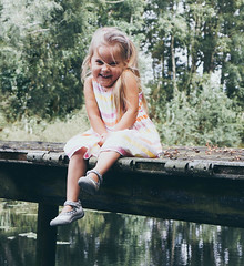 smile! (monja.flohr) Tags: child childphotography portrait shooting toddler smile sun summer lake niceplace niece familiy 50mm f18 sonynex7