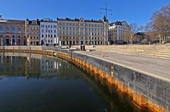 Ice and low water levels (negative 44 cm) in Nybro Bay in Stockholm (Franz Airiman) Tags: vattenstånd waterlevel ice is winter vinter nybroplan nybroviken nybrosquare nybrobay stockholm sweden scandinavia kaj quay
