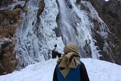 ma soeur bien protégée (bulbocode909) Tags: valais suisse vernayaz cascades pissevache montagnes nature hiver gel glace personne bleu eau