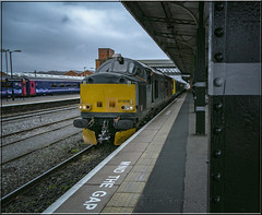 Worcester Wave. (-Metal-M1KE-) Tags: europhoenix rog 37608 ee englishelectric 5q95 worcestershrubhill worcester mindthegap 37 type3 station kfc canonef24105mmf4lisusm canon 5d 5dmkiii