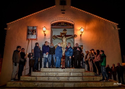 """(2018-03-23) - IX Vía Crucis nocturno - Luis Poveda Galiano (12) • <a style=""""font-size:0.8em;"""" href=""""http://www.flickr.com/photos/139250327@N06/26175429057/"""" target=""""_blank"""">View on Flickr</a>"""