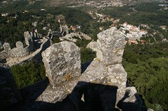 Castelo dos Mouros, Sintra (Christopher DunstanBurgh) Tags: paláciodemonserrate palácionacionaldapena sintra portugal unescoworldheritage