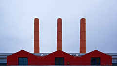 IMGP9546 Chimneys of Milan (Claudio e Lucia Images around the world) Tags: milano chimneys camini ciminiere casarossa rossa rosso redhouse factory redfactory industries pentax pentaxk3ii pentax18135