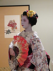 IMG_2318 (hattiebee) Tags: japan nara maiko kimono traditional fan