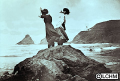 GN3678 (Lane County History Museum) Tags: lanecountyhistoricalmuseum lanecountyhistorymuseum digitalcollection historicalphoto vintage oregoncoast girls florenceoregon lighthouse hecetahead beach