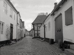 Gader og stræder i det gamle Ribe (mgfoto2011) Tags: expiredfilm selfdeveloped xtolreplenished minoltascanmultipro ribe