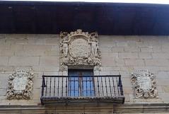 Escudos fachada Universidad o Monasterio nuevo de Irache o Iratxe Navarra 02 (Rafael Gomez - http://micamara.es) Tags: escudos fachada universidad o monasterio nuevo de irache iratxe navarra