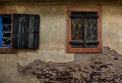Colours From The Past (Eric@focus) Tags: germany house window shutter decay wood wall moselle mosel dwwg verfall decadimento pourriture deutschlandverfällt