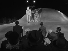 "Lock Martin (Gort), Patricia Neal, Michael Rennie, ""The Day the Earth Stood Still,"" 1951 (classic_film) Tags: entertainment thedaytheearthstoodstill film movie scifi sciencefiction 1950s 1951 fifties cine cinema old vintage clásico classic nostalgia nostalgic michaelrennie actor aktor akteur patricianeal actress actrice actriz schauspielerin aktrice woman brunette retro añejo hollywood usa unitedstates época ephemeral man beautiful beauty schön jahrgang alt oll spaceship lockmartin hat men women"
