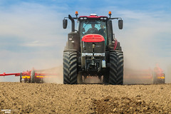 Spring Barley Seeding |  CASE IH // VÄDERSTAD (martin_king.photo) Tags: caseihmagnum380cvx väderstadrapida800s case caseih magnum väderstad rapid today seeding sowing planting seed red yellow sky blue clouds spring springwork2018 springishere fields agriculture huge all everything servis tschechische republik powerfull martin king photo machines strong agricultural greatday great czechrepublic welovefarming agriculturalmachinery farm workday working modernagriculture landwirtschaft photogoraphy photographer canon martinkingphoto love farming daily machinery work modern machine big colorful colors trelleborg trelleborgtires onwheels green cloudyday field