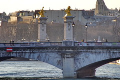 481 Paris en Février 2018 - La Seine au Pont de la Concorde, avec le Pont Alexandre III en arrière-plan (paspog) Tags: paris france février februar february pontdelaconcorde pontalexandreiii bridge brücke pont