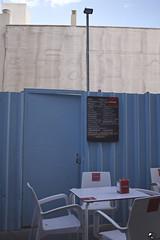 Pizarra de racionamiento. (elojeador) Tags: mesa silla pizarra cruzcampo servilletero chapa foco puerta chimenea terraza bar tapas raciones paratiemposmodernos elojeador