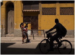 Street lives (2) (kurtwolf303) Tags: cuba lahabana kuba people persons fahrrad bicycle silhouette street streetphotography strasenfotografie lichtschatten lightshadows havana karibik caribbean building gebäude fassade facade doors türen bürgersteig gehsteig olympusem5 omd microfourthirds micro43 systemcamera mirrorlesscamera mft kurtwolf303 unlimitedphotos