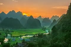 _U1H1029-0917 Phong Nậm,Trùng Khánh,Cao Bằng (HUONGBEO PHOTO) Tags: mùalúachíncaobằng cảnhđẹpcaobằng caobằng giốcrùng trùngkhánh phongnậm hoànghôn mùalúachín dòngsông núi river vietnamlandscape vietnamscenery layersofmountains harvestingseason sunset sky countryside peaceful mountains outdoor highland landscape