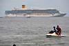 Jet Boat (Everyone Sinks Starco (using album)) Tags: kapal kapallaut kapalpesiar ship cruiseship costaluminosa