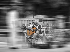 Spain | Guitarra (Luis Perdigao) Tags: spain espanha guitar violao streetart segovia bicolor people