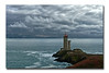 Phare breton -  Breton lighthouse (diaph76) Tags: extérieur france bretagne nuages clouds ciel sky mer sea seawater eaudemer rochers rocks paysage landscape phare headlight finistère