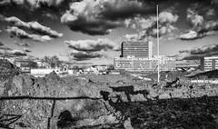 Fin du monde - 3 (Photographette76) Tags: chantier immobilier worksite nb bw building sky ciel clouds nuages clamart ombres shadows land terre terrainvague