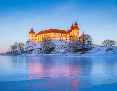 The last light (andreassofus) Tags: läckö läcköslott lackcastle sunset evening lastlight light sunlight shadow sky winter wintertime lake water ice freezing frozen frost snow white cold blue bluehour nature landscape reflections reflection mirror building architecture