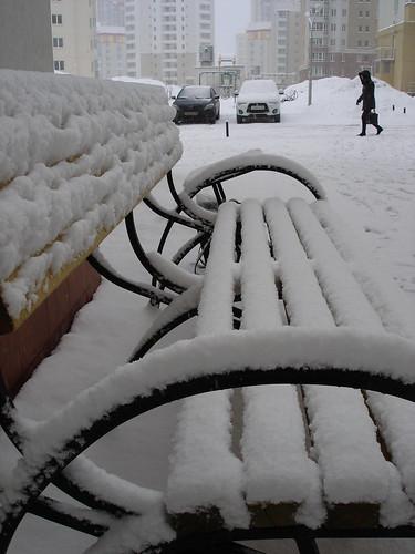 Снег на скамейке ©  ayampolsky