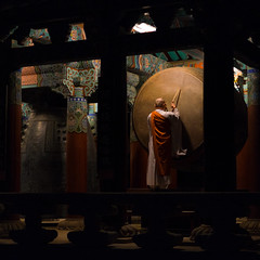 Monks & Drum (regardalex) Tags: haeinsa corée korea monk regardalex drum