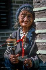 138_Nepal_ (Serge THELLIER) Tags: todayphoto népal katmandou streetstyle streetart art lenscap trip photograph journey streetphotography today people candid gens scene lenscapholder discovery sergethellier68 documentaryphotography leicalens nikonphotographer nikonf5 105mm fujivelvia