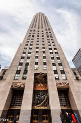 Rockefeller center (Perurena) Tags: edificio building arquitectura picado ventanas windows construcción cielo sky nubes clouds manhattan nuevayork estadosunidos
